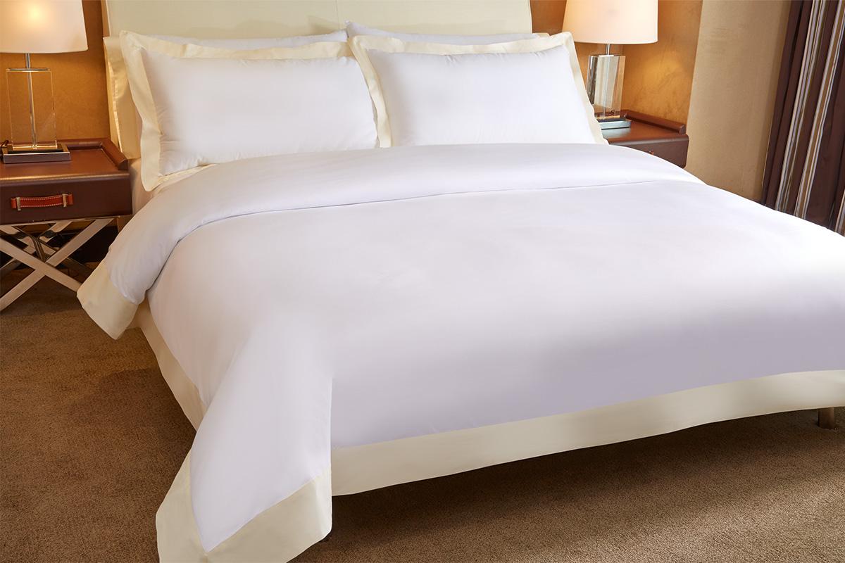 Image Gallery luxury hotel bedding